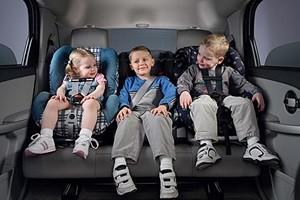 vaikai-automobilije
