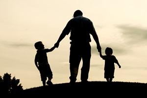 Kai kurios su vaikais susijusios problemos tėvams atrodo nepatogios kalbėti garsiai.