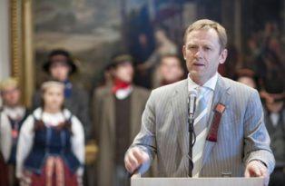 Kultūros ministras Šarūnas Birutis skyrė premijas mėgėjų meno kolektyvų vadovums.