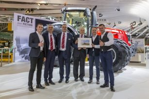 """Lietuviai pripažinti geriausiais traktorių """"Massey Ferguson"""" pardavėjais Europoje"""