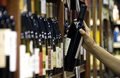 Akcizai: labiausiai didėja vynui, daugiausia apmokestinti – spiritiniai alkoholiniai gėrimai