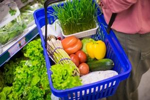 Daržovės ir vaisiai šiemet – pigesni nei pernai, jų perkama daugiau
