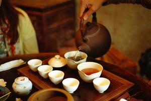 Paslaptis arbatos puodelyje: ką turėtų žinoti kiekvienas apie kiniškąją arbatą