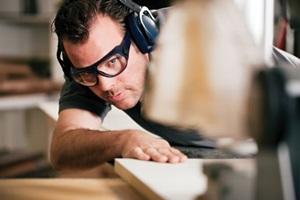 Kas labiau apsimoka – dirbti įmonėje ar būti laisvai samdomu darbuotoju?