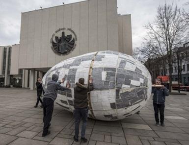 Į rekordų knygą pretenduojantis milžiniškas margutis jau pasiekė Kauno Studentų skverą