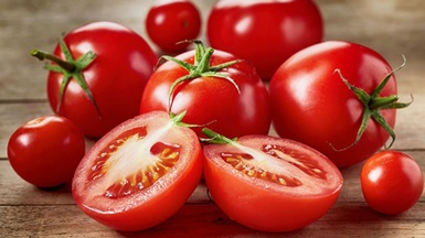 Daržovių augintojai paaiškina, kodėl brangūs pirmieji lietuviški pomidorai