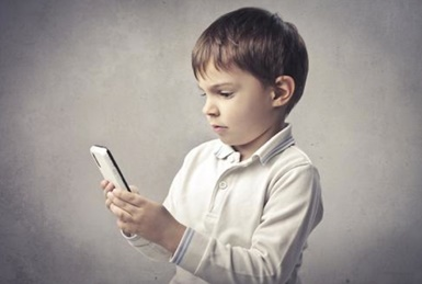 Vaikų akis prižiūrinti gydytoja: jau geriau televizorius nei mobilus telefonas