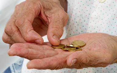 Užsienyje gyvenančius pensininkus vejasi skolos Lietuvoje