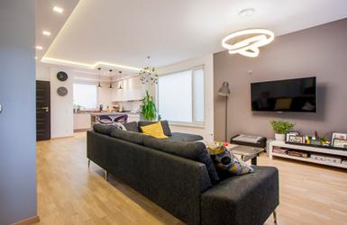 Interjero dizainerių paslaptis: tinkamas apšvietimas padidina būsto erdvę