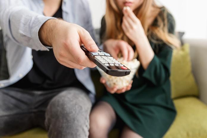 Mes prie televizoriaus praleidžiame po 4 val. per dieną