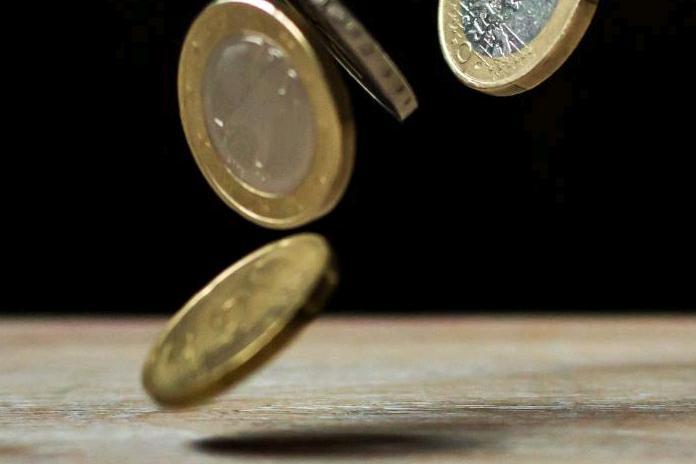 Pritarta siūlymui didinti minimalią mėnesinę algą iki 607 eurų