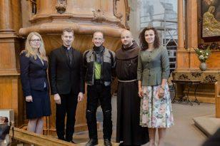 Pas šį kunigą vyksta iš visos Lietuvos - grąžina viltį sergantiems vėžiu