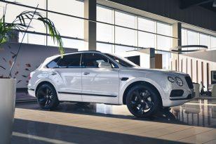 """Pirmasis hibridinis """"Bentley Bentayga Hybrid"""" jau atvyko į Lietuvą"""