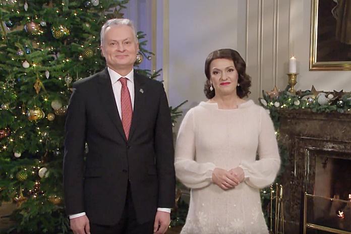 Lietuvos Respublikos Prezidento Gitano Nausėdos ir ponios Dianos Nausėdienės sveikinimas šalies žmonėms šv. Kalėdų proga