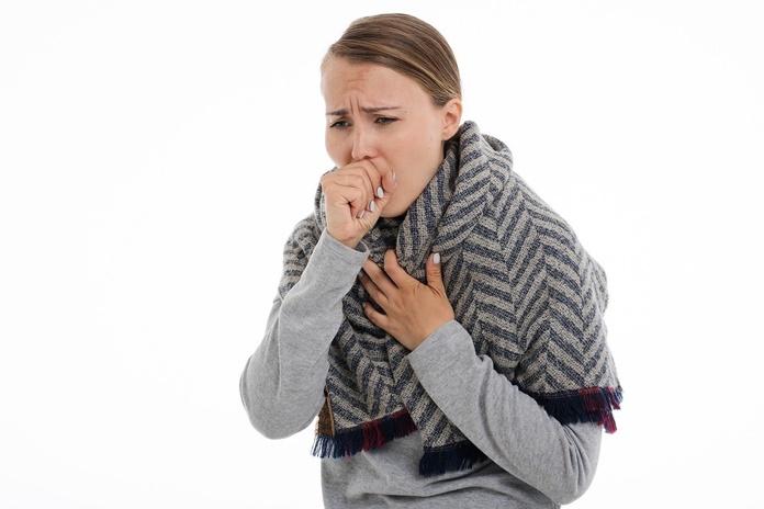Žiema – viršutinių kvėpavimo takų infekcijų sezonas: gydytoja pataria, kada kentėti nebevertėtų