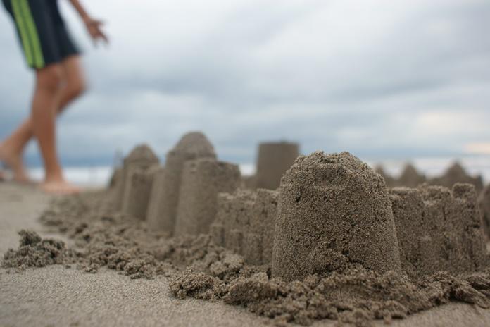 Nematytas pasakas iš smėlio kurs pajūrio vaikai