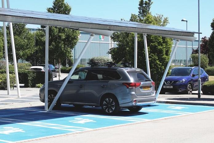 Nemokama saulės energija – ir elektromobiliams krauti?