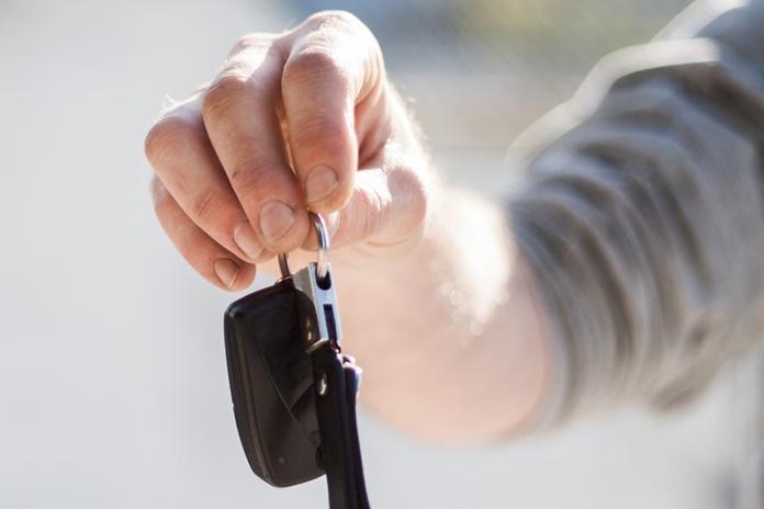 Klaipėdiečiui apkarto prekyba naudotais automobiliais