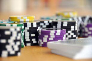 Karantino laikotarpiu siūloma atleisti nuo fiksuoto mokesčio už lošimo įrenginius