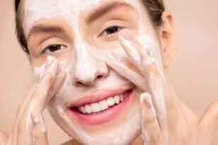 Vaistininkė: veido priežiūros priemonių efektyvumą gali nubraukti vos vienas praleidžiamas žingsnis